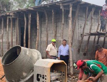Alcalde de catemaco supervisa avance de obra en la comunidad de Maxacapan