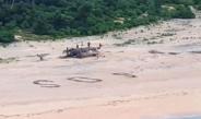 Rescatan a tres hombres que escribieron 'SOS' en una isla del Pacífico
